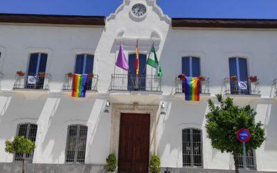 LUQUE Y SU AYUNTAMIENTO SE VISTEN CON LA BANDERA MULTICOLOR PARA CELEBRAR EL DÍA DEL ORGULLO LGTBI+