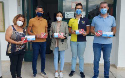 ENTREGA DE MASCARILLAS Y PORTAMASCARILLAS EN EL CEIP NUESTRA SEÑORA DEL ROSARIO